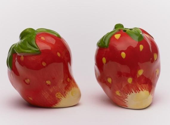 Σετ αλατοπίπερο κεραμικό σε σχήμα φράουλα