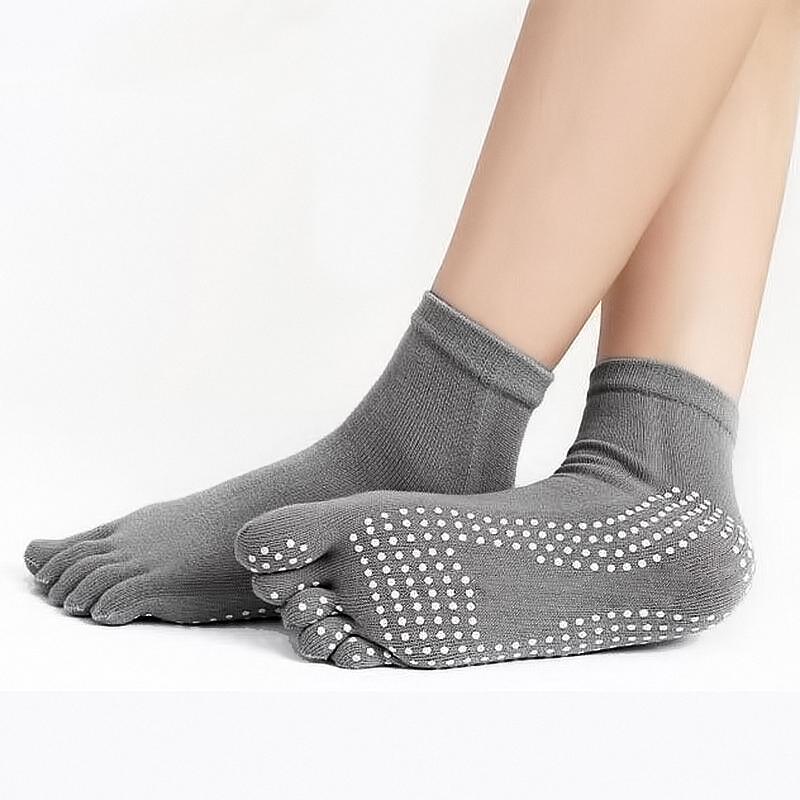 Αντιολισθητικές μονόχρωμες κάλτσες ιδανικές για yoga FitnessBasics- Γκρι - 1252 3495